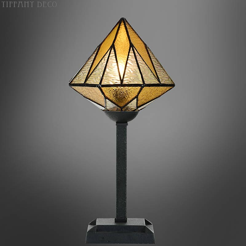 lampe tiffany aiko jaune les plus belles lampes tiffany. Black Bedroom Furniture Sets. Home Design Ideas
