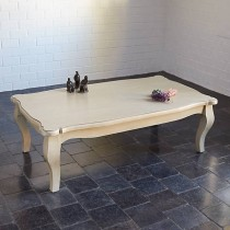 Salontafel in gepatineerd hout